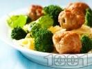 Рецепта Паста с броколи, пилешки кюфтенца и бял сметанов сос